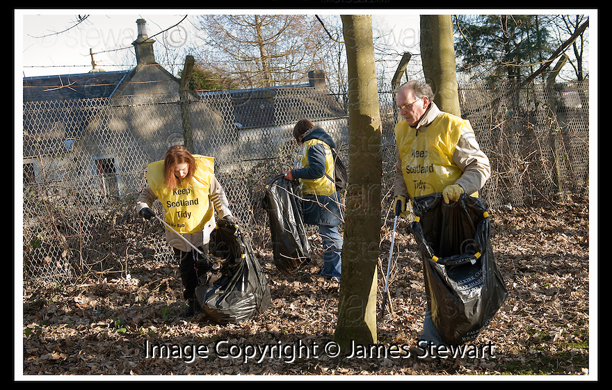 """01/02/2010  Copyright  Pic : James Stewart.14_dollar_park  .::  """" FRIENDS OF DOLLAR PARK """" LITTER PICK : SUNDAY 31ST JANUARY 2010 :: .James Stewart Photography 19 Carronlea Drive, Falkirk. FK2 8DN      Vat Reg No. 607 6932 25.Telephone      : +44 (0)1324 570291 .Mobile              : +44 (0)7721 416997.E-mail  :  jim@jspa.co.uk.If you require further information then contact Jim Stewart on any of the numbers above........."""