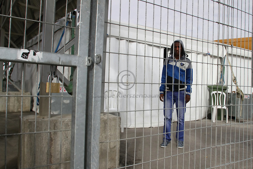 Tadese Shishay, an Eritrean refugee, is seen at the detention center Holot, in the Negev dessert in Israel. Around 350 African refugees are been held in Holot detention center, despite big demonstrations held in Tel Aviv and Jerusalem against the detention. Photo: Quique Kierszenbaum