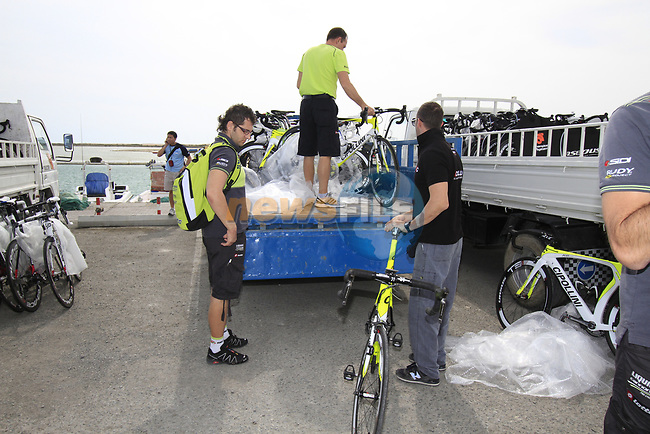 Farnese Vini-Selle Italia team mechanics offload their bikes before the start of Stage 4 of the 2012 Tour of Qatar from Al Thakhira to Madinat Al Shamal, Qatar. 8th February 2012.<br /> (Photo Eoin Clarke/Newsfile)