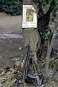 Irak 1985 Dans les zones libérées, région de Lolan, l'arbre avec armes et poster du General Barzani Iraq 1985  In liberated areas, Lolan district, a tree with weapons and a poster of General Barzani