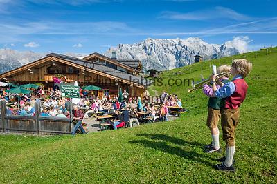 """Oesterreich, Salzburger Land, Pinzgau, Dienten am Hochkoenig: Almabtriebsfest auf der Buerglalm   Austria, Salzburger Land, region Pinzgau, Dienten am Hochkoenig: traditional festival of """"bringing down the cattle from the mountain pastures"""""""