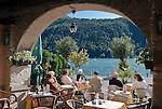 Switzerland, Ticino, Morcote at Lago Lugano: cafes and restaurants at seaside promenade | Schweiz, Tessin, Morcote am Luganer See: Cafes und Restaurants direkt am See