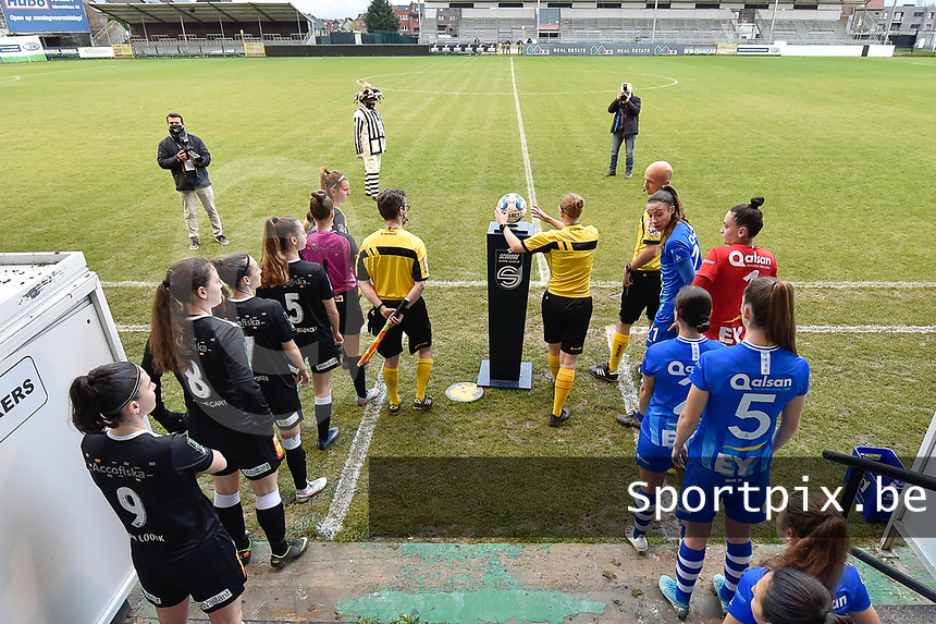 players and referees pictured entering the pitch during a female soccer game between Eendracht Aalst and AA Gent Ladies on the 10 th matchday of the 2020 - 2021 season of Belgian Scooore Womens Super League , Saturday 19 th of December 2020  in Aalst , Belgium . PHOTO SPORTPIX.BE | SPP | DIRK VUYLSTEKE