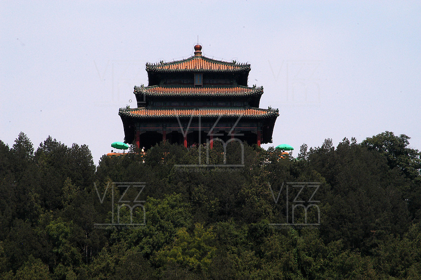 CHINA: La Republica Popular China es un estado soberano situado en Asia Oriental, es el país mas poblado del mundo, esta dividido en 22 provincias, En términos generales, el territorio es montañoso en el oeste, y llano en el este. China el segundo país del mundo con más lugares declarados patrimonio de la Humanidad por la Unesco. Entre los principales destinos turísticos del país destacan: La Gran Muralla China, La Ciudad Prohibida de Pekin, La Plaza de Tiananmen, Puerta de Zhengyangmen, El Mausoleo de Mao, Museo de Historia de China, El Monumento a los Heroes del Pueblo, Residencia de Verano. (Foto: VizzorImage / Luis Ramirez / Staff). The Republic of China is a sovereign state located in East Asia is the most populated country in the world, is divided into 22 provinces, in general terms, the territory is mountainous in the west, and plain on the east. China ranks second in the world with more sites declared World Heritage Site by Unesco. The main tourist destinations are: The Great Wall of China, The Forbidden City in Beijing, Tiananmen Square, Gate Zhengyangmen, Mao's Mausoleum, Museum of Chinese History, The Monument to the People's Heroes, Summer Residence (Photo: VizzorImage / Luis Ramirez / Staff)