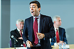 © Joel Goodman - 07973 332324 . 21/07/2016 . Manchester , UK . ANDY BURNHAM . Hustings for the Mayoralty of Greater Manchester , at the Renold Building of the University of Manchester . Labour candidates Andy Burnham ( MP for Leigh ) , Tony Lloyd ( current interim Mayor ) and  Ivan Lewis ( MP for Bury South ) debate their relative candidacies . Photo credit : Joel Goodman