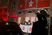 SÃO PAULO, SP, 30.06.2016 - ATENTADO-SP - Movimentação no diretório nacional do Partido dos Trabalhadores em São Paulo após tentativa de segundo ataque na tarde desta quinta-feira. Segundo informações preliminares, o mesmo homem que depredou a fachada na madrugada teria voltado à sede portando um coquetel molotov. (Foto: Adailton Damasceno/Brazil Photo Press)