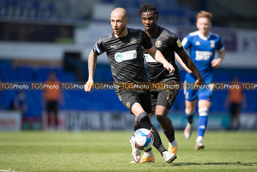 Joe Garner, Wigan Athletic, looks up for goal during Ipswich Town vs Wigan Athletic, Sky Bet EFL League 1 Football at Portman Road on 13th September 2020