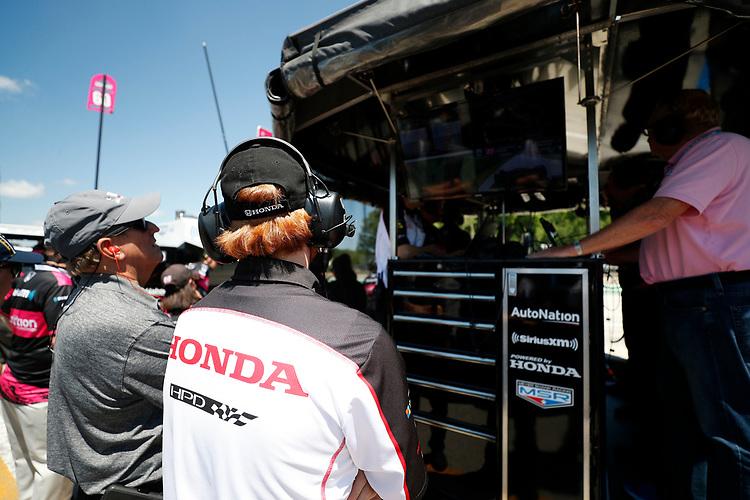 #60: Jack Harvey, Meyer Shank Racing Honda, engineer