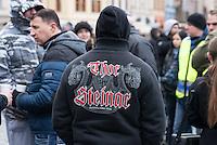 """Am Samstag den 31. Januar 2015 versammelten sich auf dem Staromestske Namesti-Platz (Alststaetter Markt / Old Town Square) in Prag ca. 500 Anhaenger der Pegida-Bewegung. Wie in Deutschland sind die Pegida (Patriotische Europaere gegen die Islamisierung des Abendlandes) Neonazis, Hooligans, Islamsfeinde und sog. """"Besorgte Buerger"""".<br /> Gegen die Pegida-Kundgebung protestierten Vertreter verschiedener Religionen, Antifaschisten, Sinti und Roma mit einem Gottesdienst, Gesaengen und Plakaten und Schildern, auf denen sich zum Teil ueber die Islamophobie der Pegida-Anhaenger lustig gemacht wurde. Beide Veranstaltungen fanden gleichzeitig nebeneinander auf dem Platz statt. Aus der Pegida-Kundgebung kamen immer wieder heftige Beschimpfungen und Neonazis versuchten Gegendemonstranten ein Transparent zu entreissen.<br /> Im Bild: Pegida-Anhaenger mit einer Jacke der bei Neonazis beliebten Modemarke Thor Steinar.<br /> 31.1.2015, Prag<br /> Copyright: Christian-Ditsch.de<br /> [Inhaltsveraendernde Manipulation des Fotos nur nach ausdruecklicher Genehmigung des Fotografen. Vereinbarungen ueber Abtretung von Persoenlichkeitsrechten/Model Release der abgebildeten Person/Personen liegen nicht vor. NO MODEL RELEASE! Nur fuer Redaktionelle Zwecke. Don't publish without copyright Christian-Ditsch.de, Veroeffentlichung nur mit Fotografennennung, sowie gegen Honorar, MwSt. und Beleg. Konto: I N G - D i B a, IBAN DE58500105175400192269, BIC INGDDEFFXXX, Kontakt: post@christian-ditsch.de<br /> Bei der Bearbeitung der Dateiinformationen darf die Urheberkennzeichnung in den EXIF- und  IPTC-Daten nicht entfernt werden, diese sind in digitalen Medien nach §95c UrhG rechtlich geschuetzt. Der Urhebervermerk wird gemaess §13 UrhG verlangt.]"""