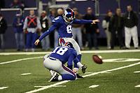Kicker Lawrence Tynes (Giants)<br /> New York Giants vs. New England Patriots<br /> *** Local Caption *** Foto ist honorarpflichtig! zzgl. gesetzl. MwSt. Auf Anfrage in hoeherer Qualitaet/Aufloesung. Belegexemplar an: Marc Schueler, Am Ziegelfalltor 4, 64625 Bensheim, Tel. +49 (0) 6251 86 96 134, www.gameday-mediaservices.de. Email: marc.schueler@gameday-mediaservices.de, Bankverbindung: Volksbank Bergstrasse, Kto.: 151297, BLZ: 50960101