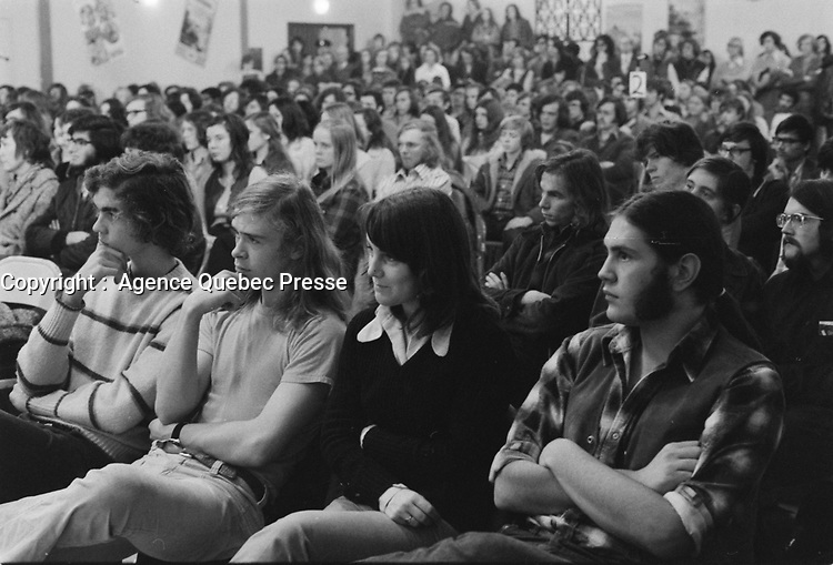Le chef du Parti Quebecois,<br /> Rene Levesque devant un Lion's Club en 1972<br /> (date exacte inconnue, circa Novembre)<br /> <br /> <br /> PHOTO : Agence Quebec Presse  - Alain Renaud