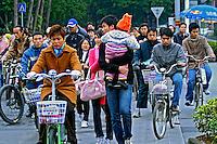 Pessoas na rua na cidade de Nanning. China. 2007. Foto de Flávio Bacellar.