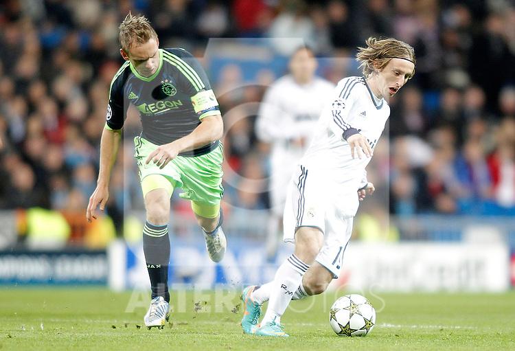 Real Madrid's Luka Modric  against AFC Ajax's Siem de Jong during Champions League Match. December 04, 2012. (ALTERPHOTOS/Alvaro Hernandez)