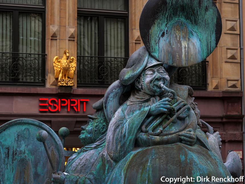 Brunnen der Volksmusikanten in der Grand Rue, Luxemburg-City, Luxemburg, Europa, UNESCO-Weltkulturerbe<br /> Fountain of folk musicians at Grand rue, Luxembourg City, Europe, UNESCO Heritage Site