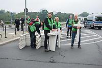 """Ca. 2.000 Menschen beteiligten sich am Samstag den 20. September 2014 in Berlin am sog. """"Marsch fuer das Leben"""" des konservativ-christlichen Bundesverband Lebensrecht e.V. Die Teilnehmer das Marsches waren zum Teil aus Holland, Gross Britannien, den USA und Polen angereist. Martin Lohmann, Vorsitzender des Vereins, begruesste unter den Anwesenden ausdruecklich die rechte AfD-Politikerin Beatrice von Storck.<br /> Der Marsch wurde lautstark von Frauenorganisationen und linken Gruppen begleitet. Mehrfach kam es zu kurzen Sitzblockaden, so dass die Marschroute geaendert werden musste. Die Polizei raeumte die Sitzblockaden mit Schlaegen, Tritten und eigens fuer diesen Zweck erprobten Schmerzgriffen.<br /> Im Bild: Veranstaltungsteilnehmer mit Holzkreuzen, die an die Teilnehmer des Marsches verteilt werden sollen.<br /> 20.9.2014, Berlin<br /> Copyright: Christian-Ditsch.de<br /> [Inhaltsveraendernde Manipulation des Fotos nur nach ausdruecklicher Genehmigung des Fotografen. Vereinbarungen ueber Abtretung von Persoenlichkeitsrechten/Model Release der abgebildeten Person/Personen liegen nicht vor. NO MODEL RELEASE! Don't publish without copyright Christian-Ditsch.de, Veroeffentlichung nur mit Fotografennennung, sowie gegen Honorar, MwSt. und Beleg. Konto: I N G - D i B a, IBAN DE58500105175400192269, BIC INGDDEFFXXX, Kontakt: post@christian-ditsch.de<br /> Urhebervermerk wird gemaess Paragraph 13 UHG verlangt.]"""