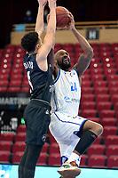 11-02-2021: Basketbal: Donar Groningen v Apollo Amsterdam: Groningen  Donar speler Justin Watts met Apollo speler Keyshawn Bottelier