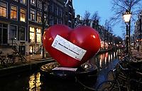Nederland  Amsterdam  2020.    Het is rustig op de Wallen. Oproep om lokale ondernemers te ondersteunen.    Foto : ANP/ HH / Berlinda van Dam