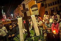 GUACARI - COLOMBIA: 19-04-2018. Imágenes religiosas son vistas durante la procesión del viernes santo en la población de Guacarí, Valle del Cauca, Colombia, de la semana santa para los cristianos. / Religious statues are seen during procession of the holy Friday in  the town of Guacari, Valle del Cauca, Colombia as part of Easter Week to the Christians.  Photo: VizzorImage / Gabriel Aponte / Staff
