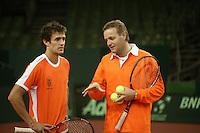 7-2-06, Netherlands, Amsterdam, Daviscup, first round, Netherlands-Russia, training ,Coach Tjerk Bogtstra (r) and John van Lottum eveluate