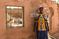 BURKINA FASO, Kaya, IDP Fluechtlinge,  nach Attacken auf das Dorf Dablo haben sie im Haus von Idrissa Jean Bruno OUÉDAROGO (« Papa Jean ») Zuflucht gefunden