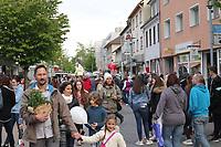 Gross-Gerau 28.04.2017: Frühlingserwachen in der Innenstadt Groß-Gerau<br /> Viele Besucher zum Frühlingserwachen in der Innenstadt<br /> Foto: Vollformat/Marc Schüler, Schäfergasse 5, 65428 R'heim, Fon 0151/11654988, Bankverbindung KSKGG BLZ. 50852553 , KTO. 16003352. Alle Honorare zzgl. 7% MwSt.