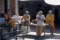 """Asie/Inde/Rajasthan/Jaipur: Temple Hindou """"Sita Ram Ji"""" sur la place Chhoti Chaupar prêtres jouant de la musique"""
