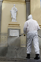 Campinas (SP), 07/04/2021 - Covid-19/Limpeza - A Defesa Civil e funcionarios da prefeitura da cidade de Campinas, interior de Sao Paulo, fazem a higienizacao das vias publicas e calcadas como forma de conter o avanco da pandemia da covid-19, nesta quarta-feira (07) no centro da cidade de Campinas (SP). (Foto: Denny Cesare/Codigo 19/Codigo 19)