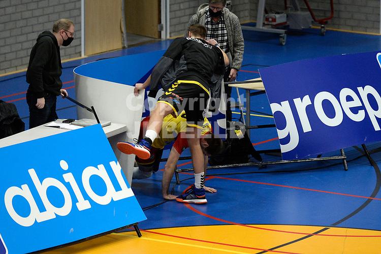 01-01-2021: Volleybal: Amysoft Lycurgus v Draisma Dynamo: Groningen Dynamo speler Mats Kruiswijk beland in de reclameborden