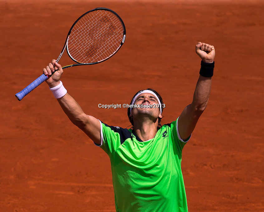 02-06-13, Tennis, France, Paris, Roland Garros,  David Ferrer wins in straight sets from Anderson and celebrates his victory