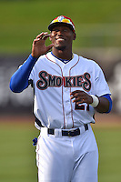 Tennessee Smokies right fielder Jorge Soler #21 before a game against the Jacksonville Suns at Smokies Park July 10, 2014 in Kodak, Tennessee. The Suns defeated the Smokies 6-5. (Tony Farlow/Four Seam Images)