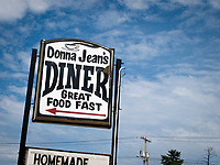 USA, Neuengland, Donna Jean's Diner in Laconia, 07.09.2010<br /> <br /> <br /> Engl.: USA, New England, Laconia, Donna Jean's Diner, restaurant, gastronomy, sign, 07 September 2010