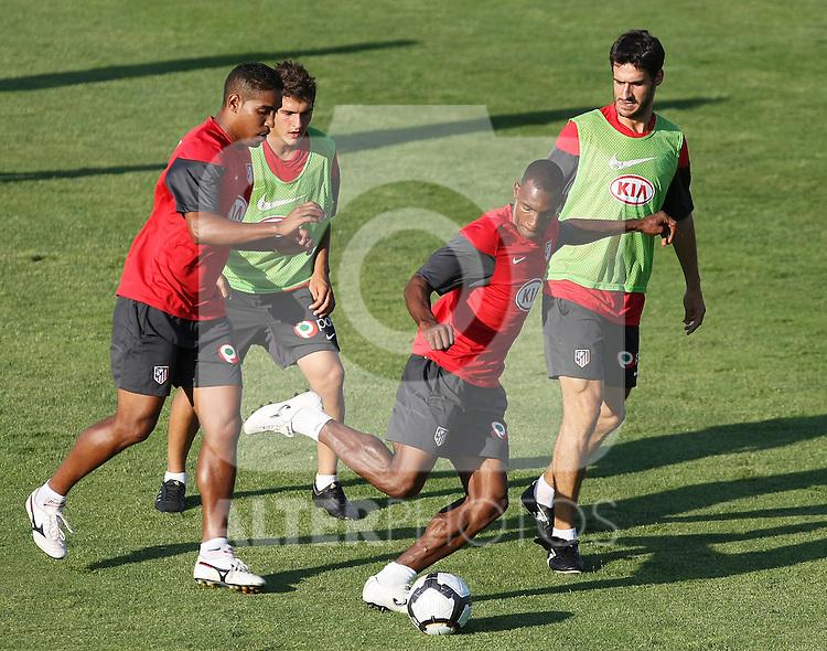 Atletico de Madrid's Luis Perea (c), Cleber Santana (l) and Pablo Ibanez (r) during training sesion. August 05 2009. (ALTERPHOTOS/Acero).
