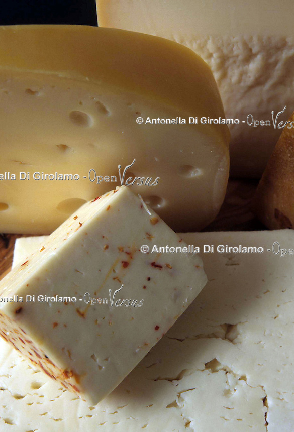 Vari tipi di formaggio. Various types of cheese. ..