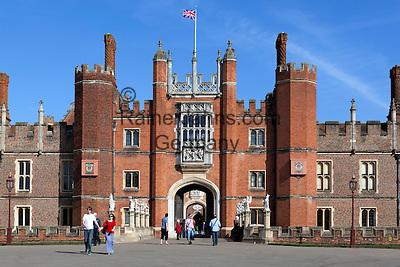 Great Britain, England, London: Hampton Court Palace, the Tudor Palace given to King Henry 8th by Cardinal Wolsey | Grossbritannien, England, London: Hampton Court Palace, der Tudor Palast, den Koenig Henrich VIII. von Kardinal Wolsey erhielt
