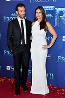 """LOS ANGELES, USA. November 08, 2019: Idina Menzel & Aaron Lohr at the world premiere for Disney's """"Frozen 2"""" at the Dolby Theatre.<br /> Picture: Paul Smith/Featureflash"""