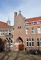 Nederland  Amsterdam - 2021.   Amsterdam Noord. Het Sint-Rosaklooster is een rooms-katholiek zusterhuis. Het werd gebouwd in 1927 naar ontwerp van A.J. Kropholler in traditionalistische bouwstijl. Het klooster bestaat uit een zusterhuis met kapel en is verbonden met het kloosterhof.  Tegenwoordig is het een onderkomen van het Leger des Heils.    Foto Berlinda van Dam / HH / ANP.