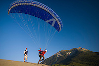Saint Vincent-les-Forts, Lac de Serre Poncon, France, September 2007. Instructor Roland ter Harkel , guides an advanced student into the air. Volantis is home to the paragliding school Inferno. In one week time, students learn to fly the paraglider and earn their mountain licence 1. Photo by Frits Meyst/Adventure4ever.com