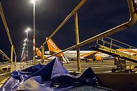 Mit 9 Jahren Verspaetung wurde am 31. Oktober 2020 der Flughafen Berlin-Brandenburg BER in Schoenefeld eroeffnet.<br /> Im Bild: Flufzeuge der Luftfahrtgesellschaft Easy Jet auf ihren Parkpositionen. Im Vordergrund stehen Gepaeckfoerderbaender.<br /> 31.10.2020, Schoenefeld<br /> Copyright: Christian-Ditsch.de
