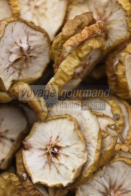 Europe/Voïvodie de Petite-Pologne/Cracovie: Rondelles de Pommes  séchées pour la compote au marché: Stary Kleparz  au marché: Stary Kleparz