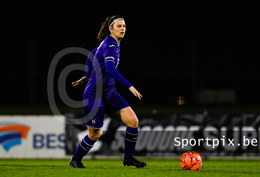 Laura De Neve (8) of Anderlecht pictured during a female soccer game between RSC Anderlecht Dames and Sporting Charleroi on the 13 th matchday of the 2020 - 2021 season of Belgian Womens Super League , friday 5 th of February 2021  in Tubize , Belgium . PHOTO SPORTPIX.BE | SPP | DAVID CATRY