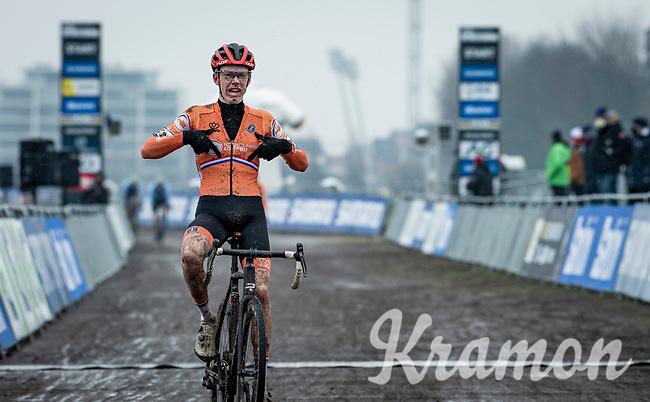 Pim Ronhaar (NED/Pauwels Sauzen-Bingoal) crossing the finish line victoriously<br /> <br /> UCI 2021 Cyclocross World Championships - Ostend, Belgium<br /> <br /> U23 Men's Race<br /> <br /> ©kramon