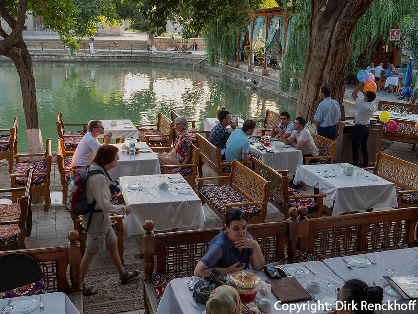 Restaurant am Labi Hovuz, Buchara, Usbekistan, Asien<br /> Restaurant at Labi Hovuz, Historic City of Bukhara, Uzbekistan, Asia