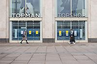 Auswirkungen der Corona-Krise.<br /> Im Bild: Eine geschlossene Filiale eines Bekleidungsgeschaeft am Berliner Alexanderplatz.<br /> 20.1.2021, Berlin<br /> Copyright: Christian-Ditsch.de