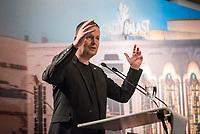 Der Friedrichstadtpalast in Berlin-Mitte wird unter Denkmalschutz gestellt.<br /> Der Senator fuer Kultur und Europa Dr. Klaus Lederer (im Bild), Intendant Dr. Berndt Schmidt und Landeskonservator Dr. Christoph Rauhut gaben am Montag den 31. August 2020 im Show- und Revuetheater Friedrichstadtpalast bekannt, dass der letzte Repraesentationsbau der DDR vor der politischen Wende aus dem Jahr 1984 nun unter Denkmalschutz steht.<br /> 31.8.2020, Berlin<br /> Copyright: Christian-Ditsch.de<br /> NUR FUER REDAKTIONELLE ZWECKE! Werbung nur auf Anfrage beim Fotografen. [Inhaltsveraendernde Manipulation des Fotos nur nach ausdruecklicher Genehmigung des Fotografen. Vereinbarungen ueber Abtretung von Persoenlichkeitsrechten/Model Release der abgebildeten Person/Personen liegen nicht vor. NO MODEL RELEASE! Don't publish without copyright Christian-Ditsch.de, Veroeffentlichung nur mit Fotografennennung, sowie gegen Honorar, MwSt. und Beleg. Konto: I N G - D i B a, IBAN DE58500105175400192269, BIC INGDDEFFXXX, Kontakt: post@christian-ditsch.de<br /> Bei der Bearbeitung der Dateiinformationen darf die Urheberkennzeichnung in den EXIF- und  IPTC-Daten nicht entfernt werden, diese sind in digitalen Medien nach §95c UrhG rechtlich geschuetzt. Der Urhebervermerk wird gemaess §13 UrhG verlangt.]