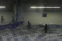 BELO HORIZONTE,MG, 04.10.2018 – CRUZEIRO-BOCA JUNIORS– Briga entre a Policia Militar e torcida do Cruzeiro durante partida contra o Boca Juniors em jogo válido pelas quartas de final da Copa Libertadores da América, no Estádio Governador Magalhães Pinto, o Mineirão, em Belo Horizonte, nesta quinta-feira, 04. (Foto: Doug Patricio/Brazil Photo Press)