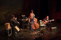 Nice le 27 Fevrier 2017 Opera de Nice Concert de Dider Lockwood Trio Francois Arnaud Violon Didier Lockwood violon Diego Imbert ContreBasse Noe Reinhardt Guitare
