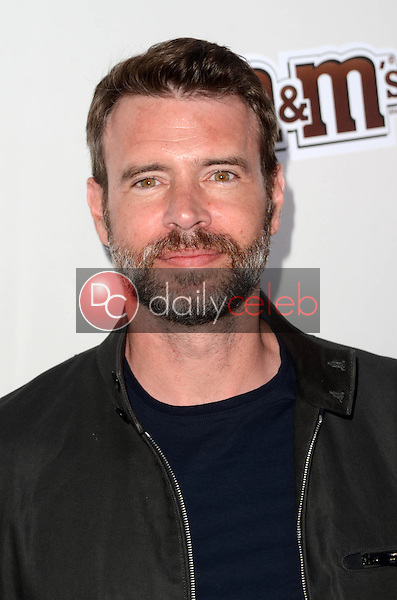Scott Foley<br /> at the Red Nose Day 2016 Special, Universal Studios, Universal City, CA 05-26-16<br /> David Edwards/DailyCeleb.Com 818-249-4998