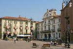 Italien, Piemont, Asti: Piazza Cairoli mit Rathaus | Italy, Piedmont, Asti: Piazza Cairoli with townhall