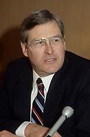 Le ministre des finances du canada Michael Wilson a la tribune du Cercle canadien de Montreal, le 5 juin 1985.<br /> <br /> PHOTO : Agence Quebec Presse - Pierre Roussel