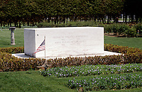 FDR, Hyde Park, New York, Graves in the Rose Garden at the Home of Franklin D. Roosevelt National Historic Site in Hyde Park, New York. Graves of President and Mrs. Franklin Delano Roosevelt.